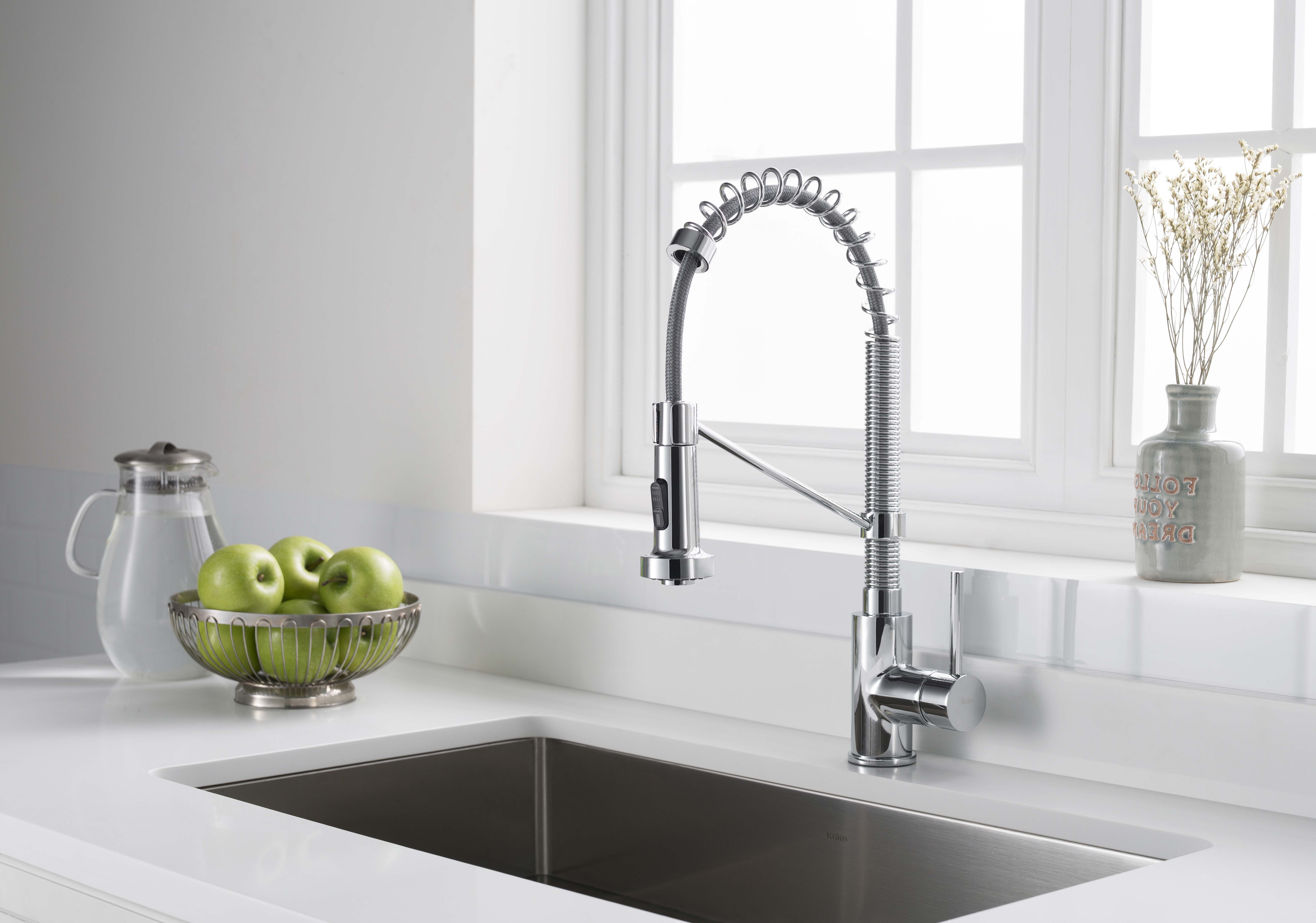 Eco-Friendly Faucet: Water-saving aerator reduces water waste ...