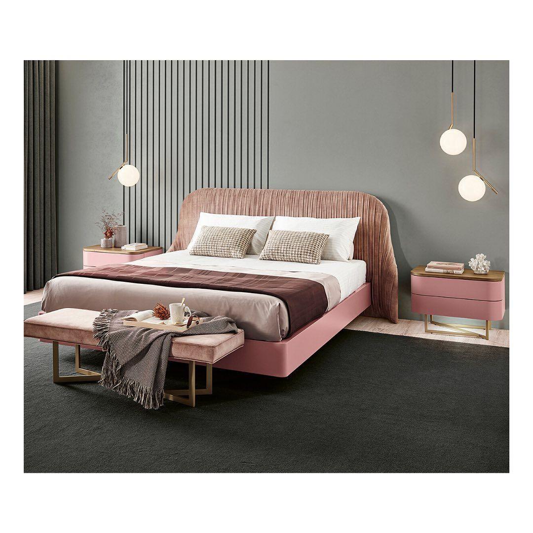 """Sari Mobiliário's Instagram photo: """"Por mais sonhos cor-de-rosa! #sarimobiliario #interioresportugal #interiores #simpledecor #designhome #furniture #mobiliario…"""""""