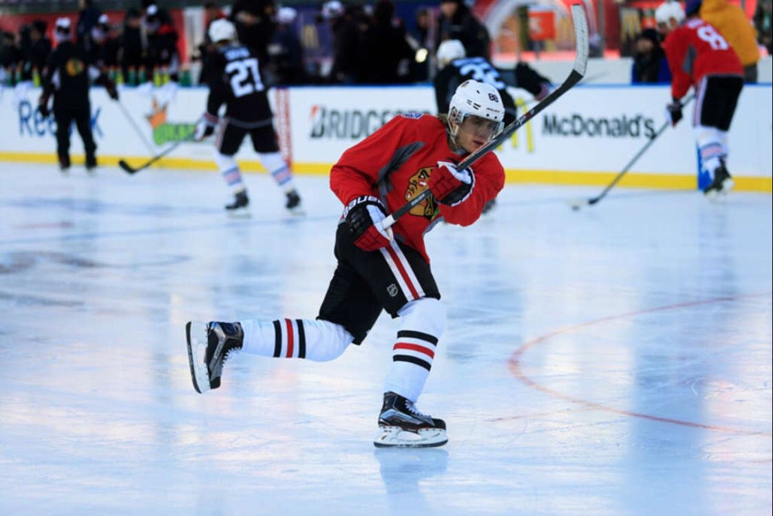 Kaner looks tiny. WinterClassic (With images) Chicago