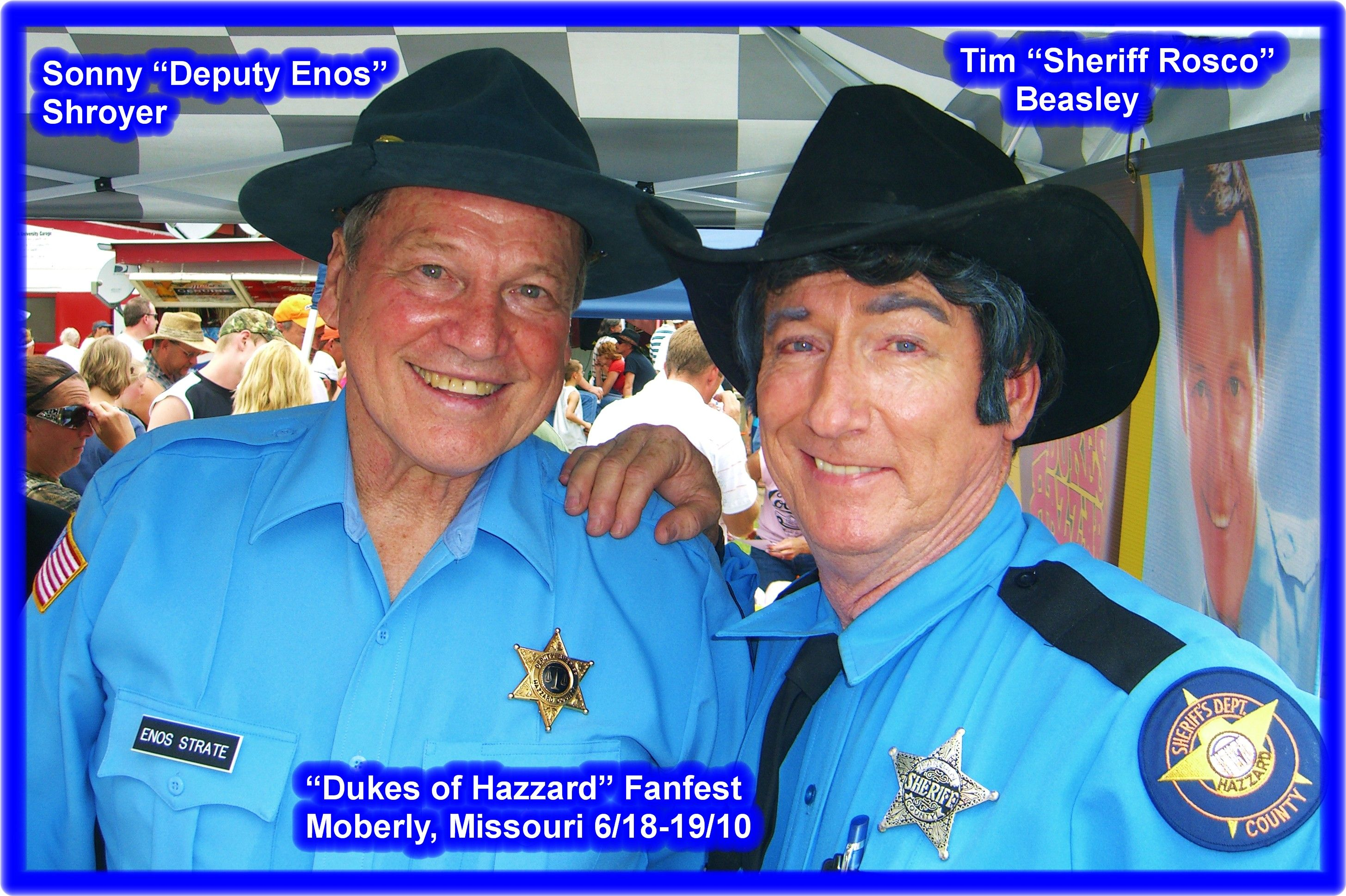 Deputy Enos Sonny Shroyer And Sheriff Rosco Having A Laugh At The Autographs Area With Deputy Cletus Rick Hu Sheriff Have A Laugh The Dukes Of Hazzard Enos was played by sonny shroyer. sonny shroyer and sheriff rosco