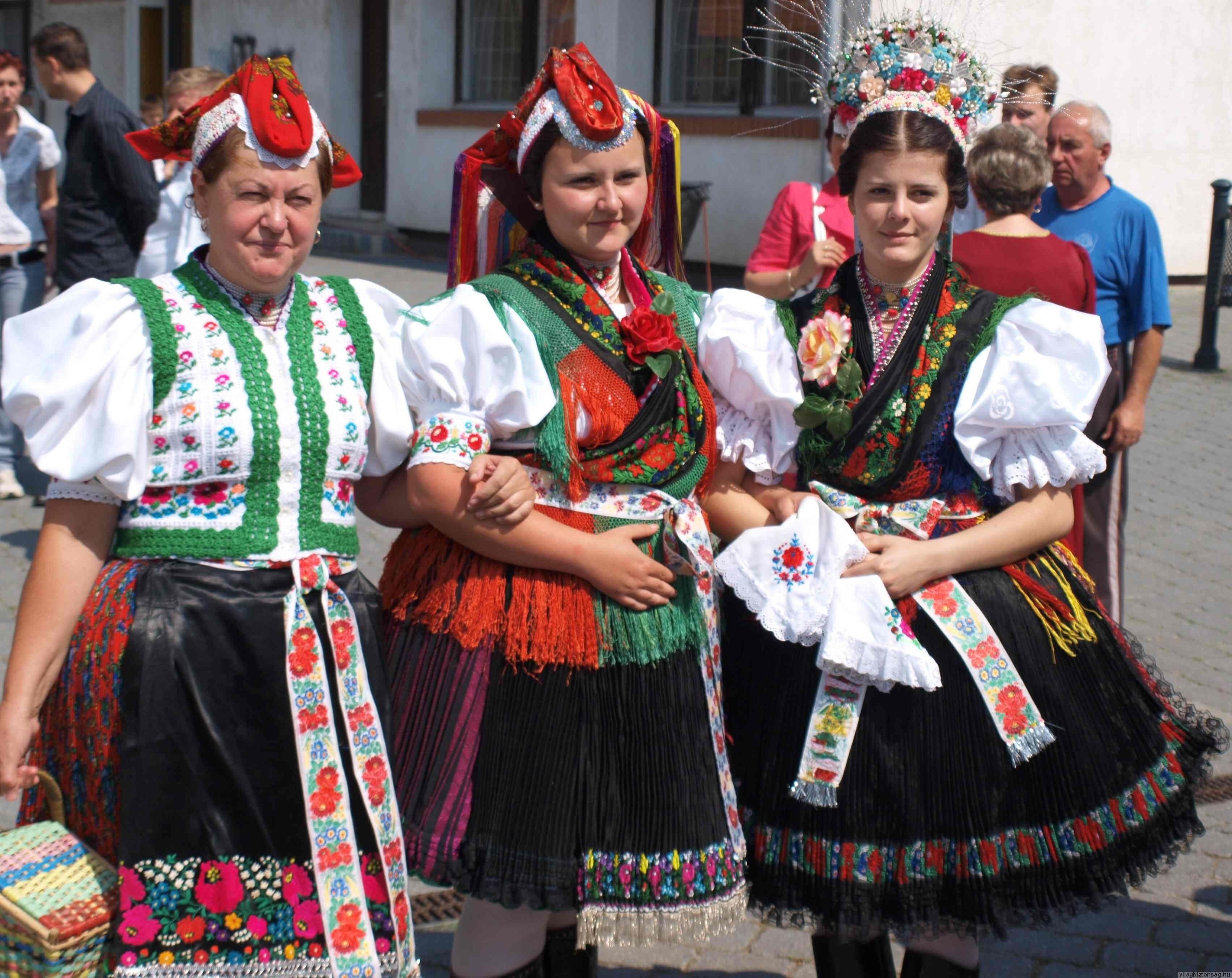 576038c891 Palóc viselet. Hollókő | Uralic: HU North Rimoc in 2019 | Folk ...