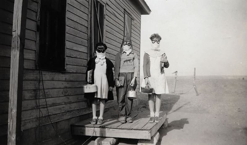 20 Tragic Photos from America's Dust Bowl in the 1930s in