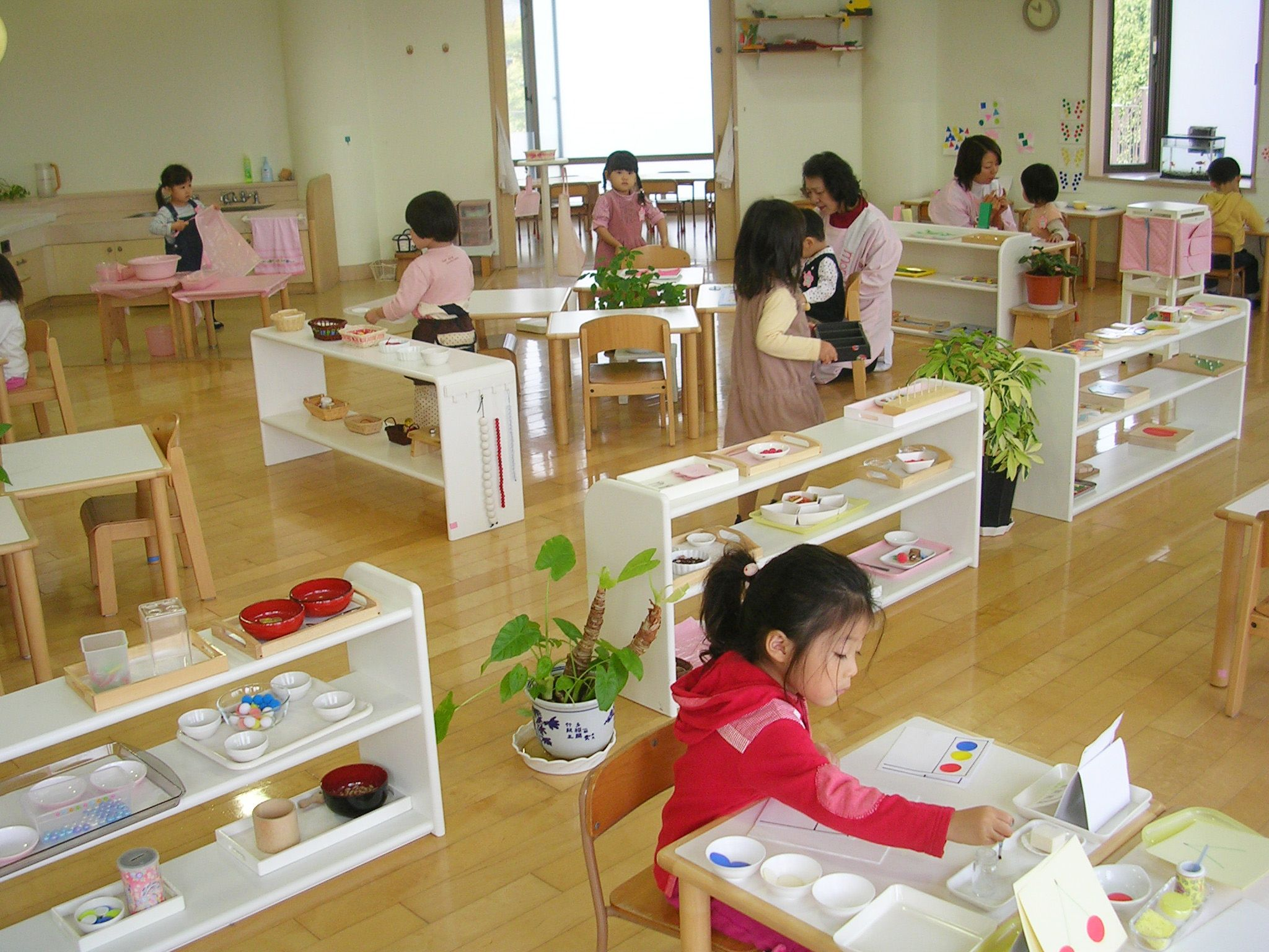 How Montessori Environmet Differs Than Traditional Setup