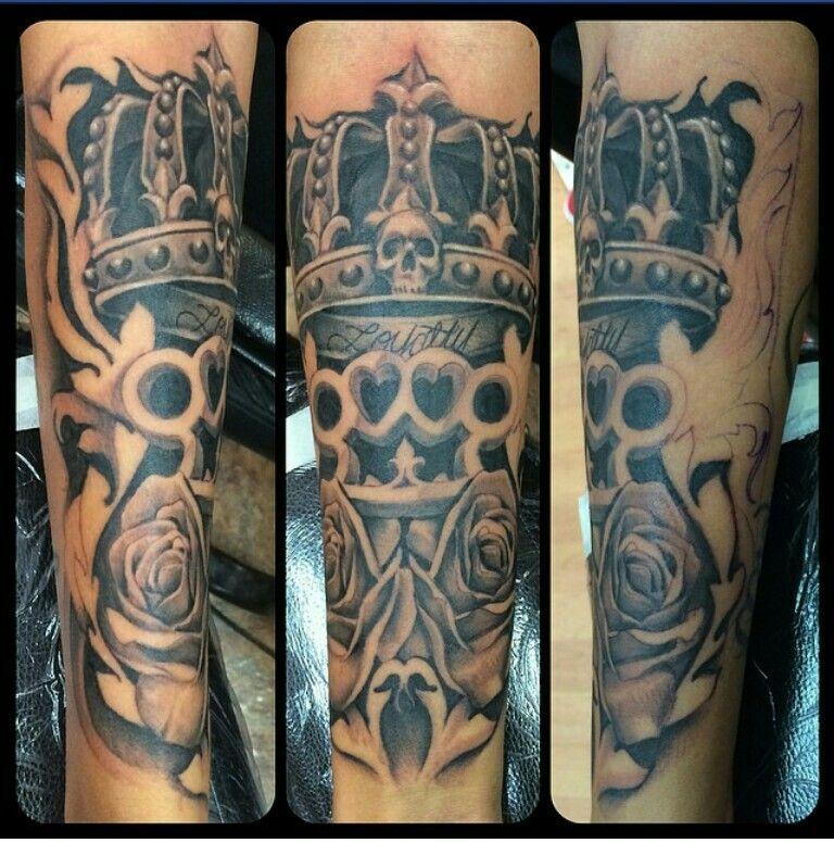 #loyaltytattoo #crowntattoo #rosestattoo #badasstattoo #unique #forearmtattoo #myfavoritetattoo #ashleyholt
