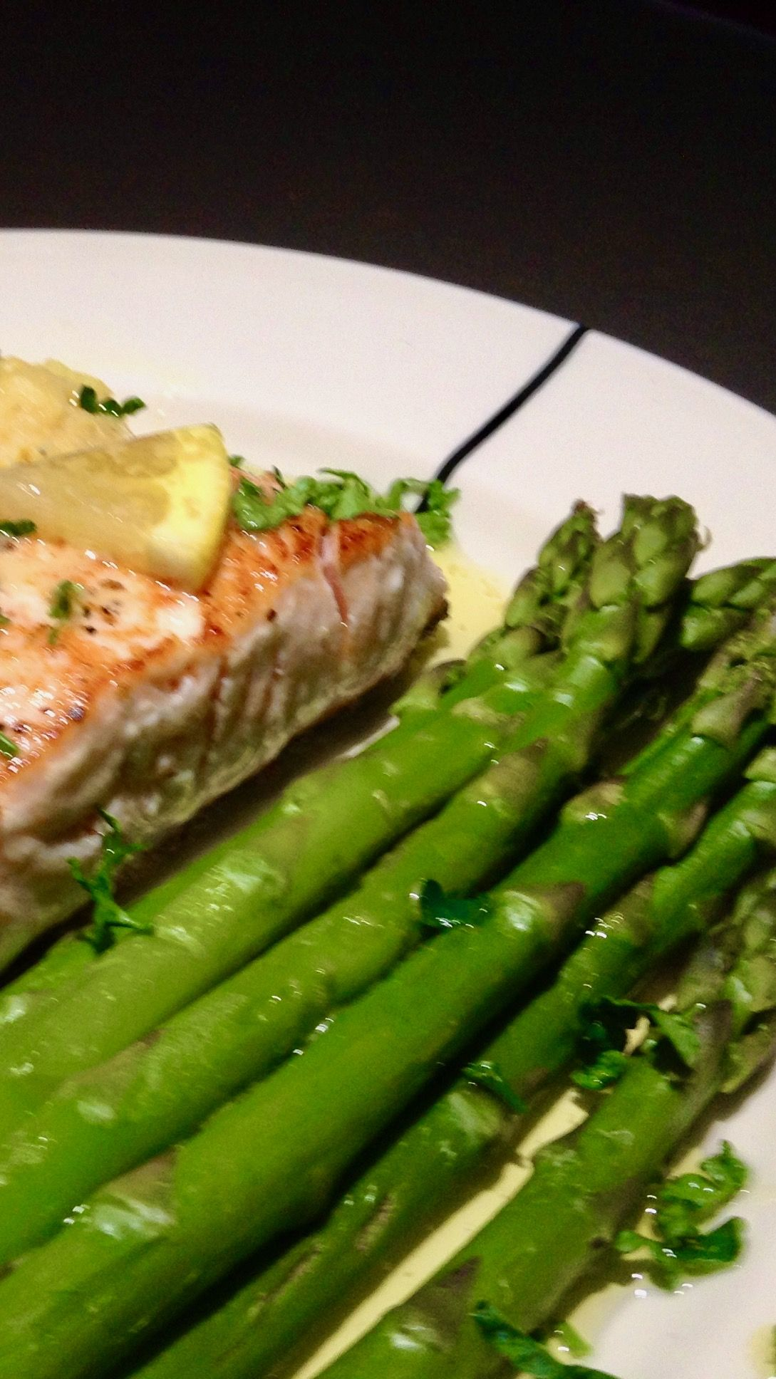 Salmon with lemon butter sauce and green asparagus – surprising.recipes