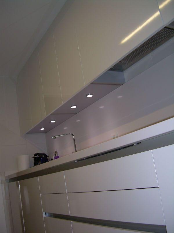 muebles blancos para cocinas pequeñas | Ideas pisos | Pinterest ...
