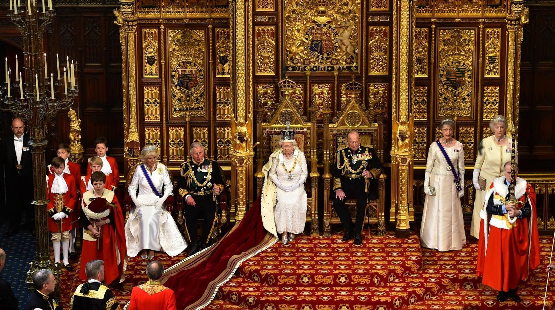 Elizabeth II annonce, lors de son discours de la reine, un référendum sur le maintien l'UE Un référendum sur