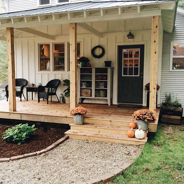 Added A Little Fall To The Back Porch Hopefully You Can T See The Dead Mouse On The Door Mat Th Small Front Porches Designs Farmhouse Patio Front Porch Design