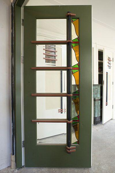 File:Interieur, een van de klapdeuren naar het voorportaal in de hal ...