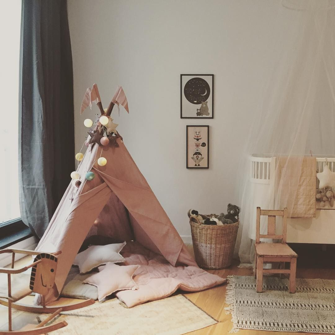Beautiful room! Dusty pink teepee, star cushions and futon by ...