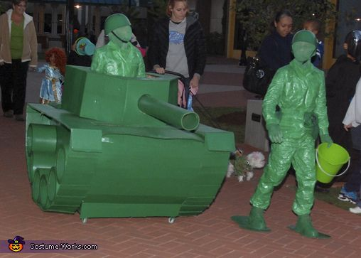 Life Size Green Army Men in a Tank Costume Army men, Halloween - 4 man halloween costume ideas