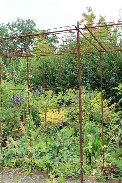 s 39 am nager un espace pour plantes grimpantes avec du fer b ton et treillis soud potager. Black Bedroom Furniture Sets. Home Design Ideas