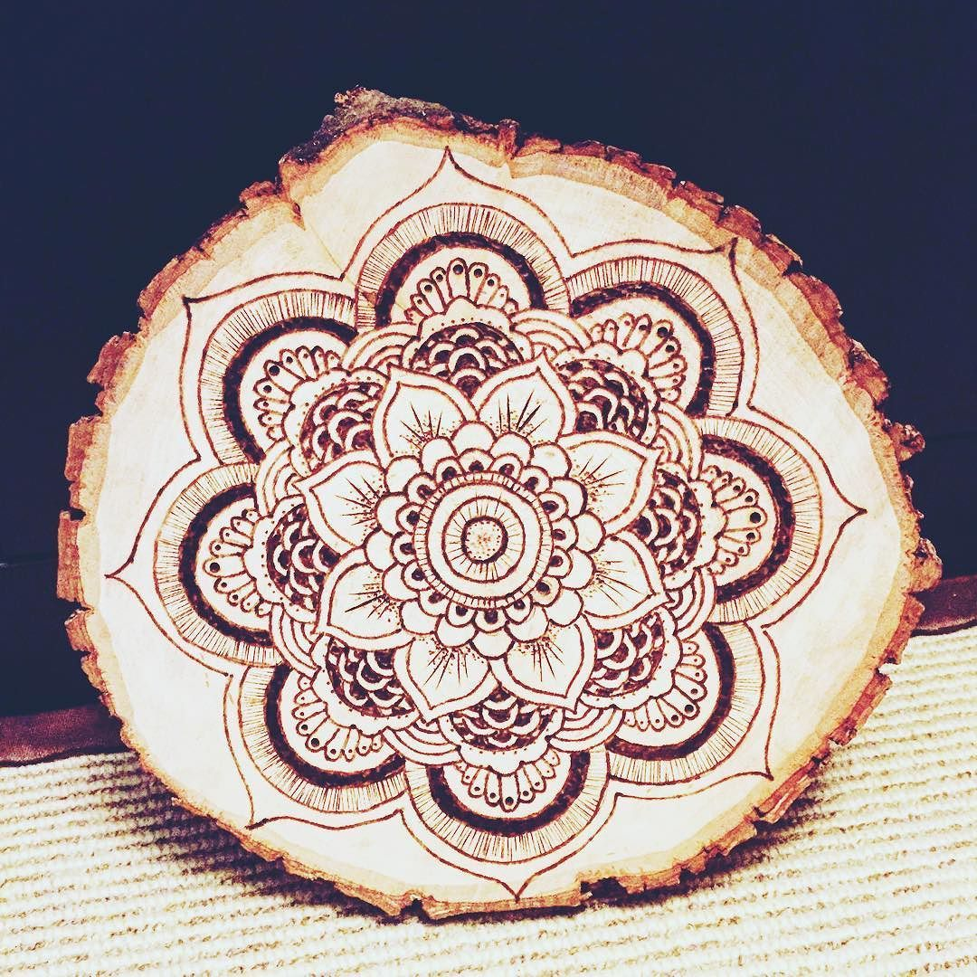 Mandala #pyrography #pyrographyart #pyrographydesign #art #artwork #artist #originaldesign #originalart #woodburn #woodburning #woodburnart #woodburningart #woodwork #mandala #mandalaart #natureart #nature #buddhaart #buddha #woodburnmandala #yogaart #yoga #heymandalas #mandalamaze #mandalapassion #beautiful_mandalas #hippiesunflower #hippievibes #woodtattoo de court.creates
