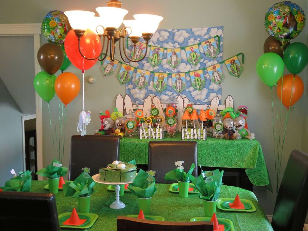 Plants vs zombies birthday party ideas party for Decoracion con globos plantas contra zombies