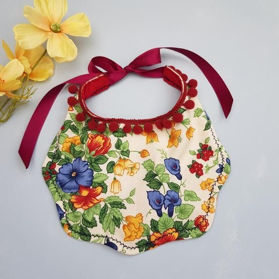 Vintage Floral Wiggle Bib, Baby Cake Smash Bib, Pretty Baby gift, New Baby Gift Idea, Baby Shower Gift#baby #bib #cake #floral #gift #idea #pretty #shower #smash #vintage #wiggle