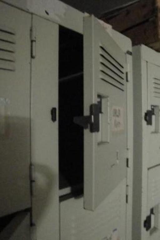 locker #metaal #stoer #Frans #opbergruimte #robuust #woonkamer ...