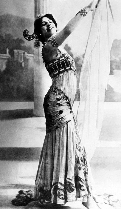 Mata Hari, (1876-1917), Dutch exotic dancer, courtesan, and convicted spy, c. 1907.