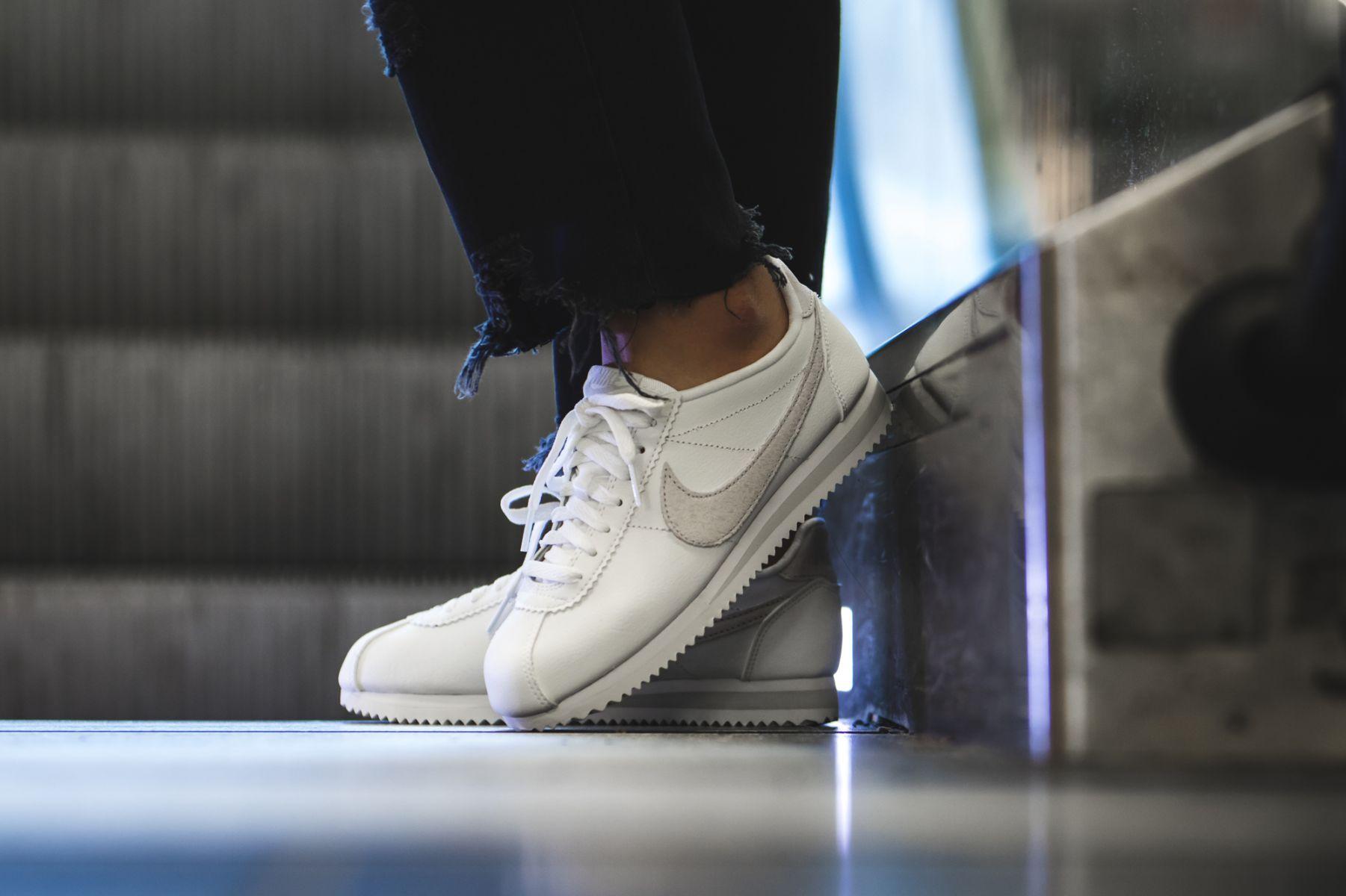 Nike WMNS Classic Cortez (weiß) - 905614-102   43einhalb sneaker store b993553013
