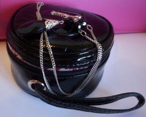 99-cents-GUESS-COSMETIC-BAG-Pebble-PATENT-Leather-WITH-SILVER-BLACK-NECKLACE