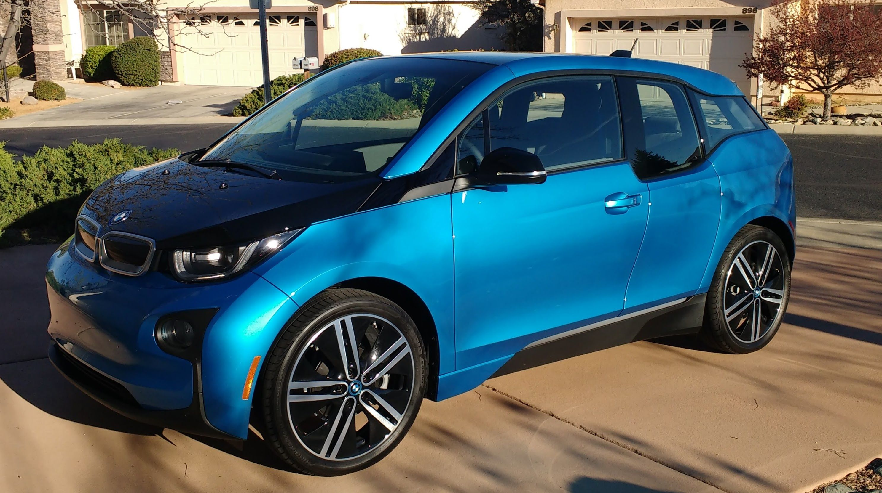 2017 bmw i3 rex with larger battery and rex gas tank bmw. Black Bedroom Furniture Sets. Home Design Ideas