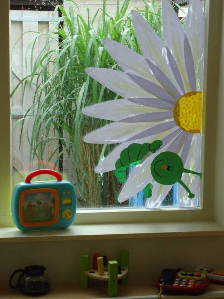 24 Excuisite DIY Easter window decorations you need to copy from ASAP - Hike n Dip