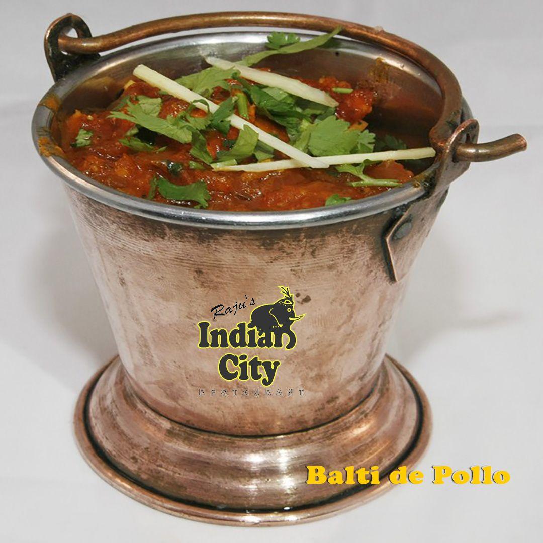 """""""Balti de Pollo"""". La cocina Balti se originó en los días del Raj Británico cuando a los soldados británicos se les servía una contundente y saludable comida cocinada en estos cubos de hierro llamados """"baltis""""."""