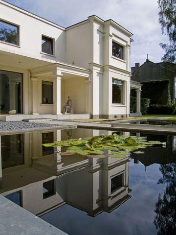 Une maison entre modernisme et art d co art deco for Deco entre maison