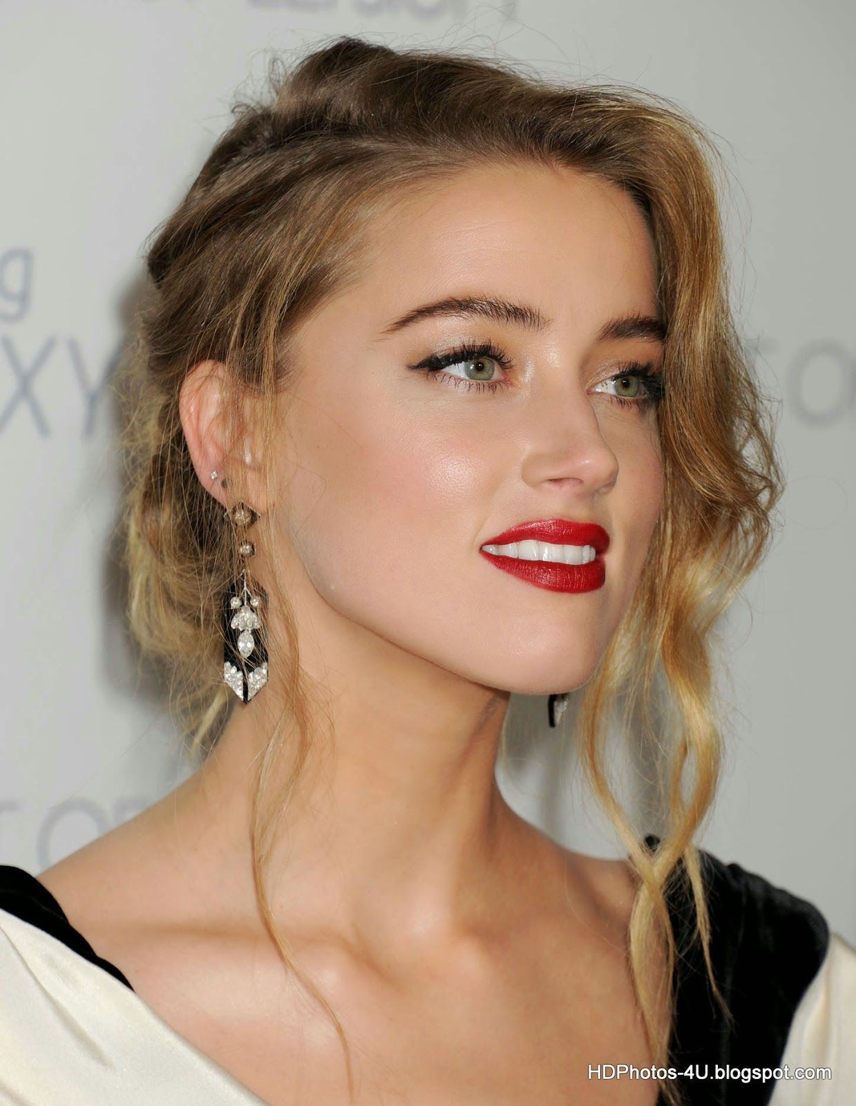 Johnny Depp Wife Amber Heard Full Hd Photo Wallpapers Amber Heard Hair Amber Heard Amber Heard Style