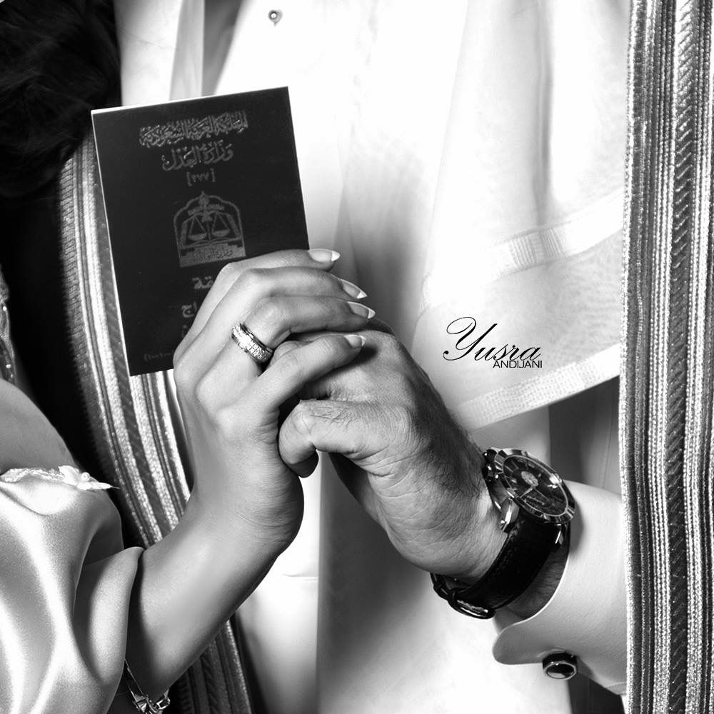أصدق مواعيد الغرام هو عقد القران يسرا انديجاني مصوره جده تصوير ملكه خطوبه فرح Illustrated Wedding Invitations Floral Wedding Sign Unique Wedding Photos