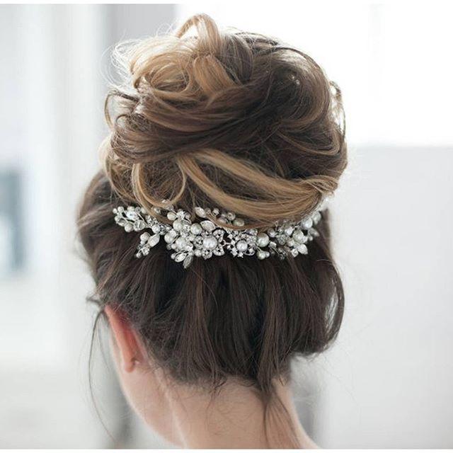 This bun :heart_eyes: & the @EnzeBridal hair piece stun! #WeddingWednesday #everydayIBT