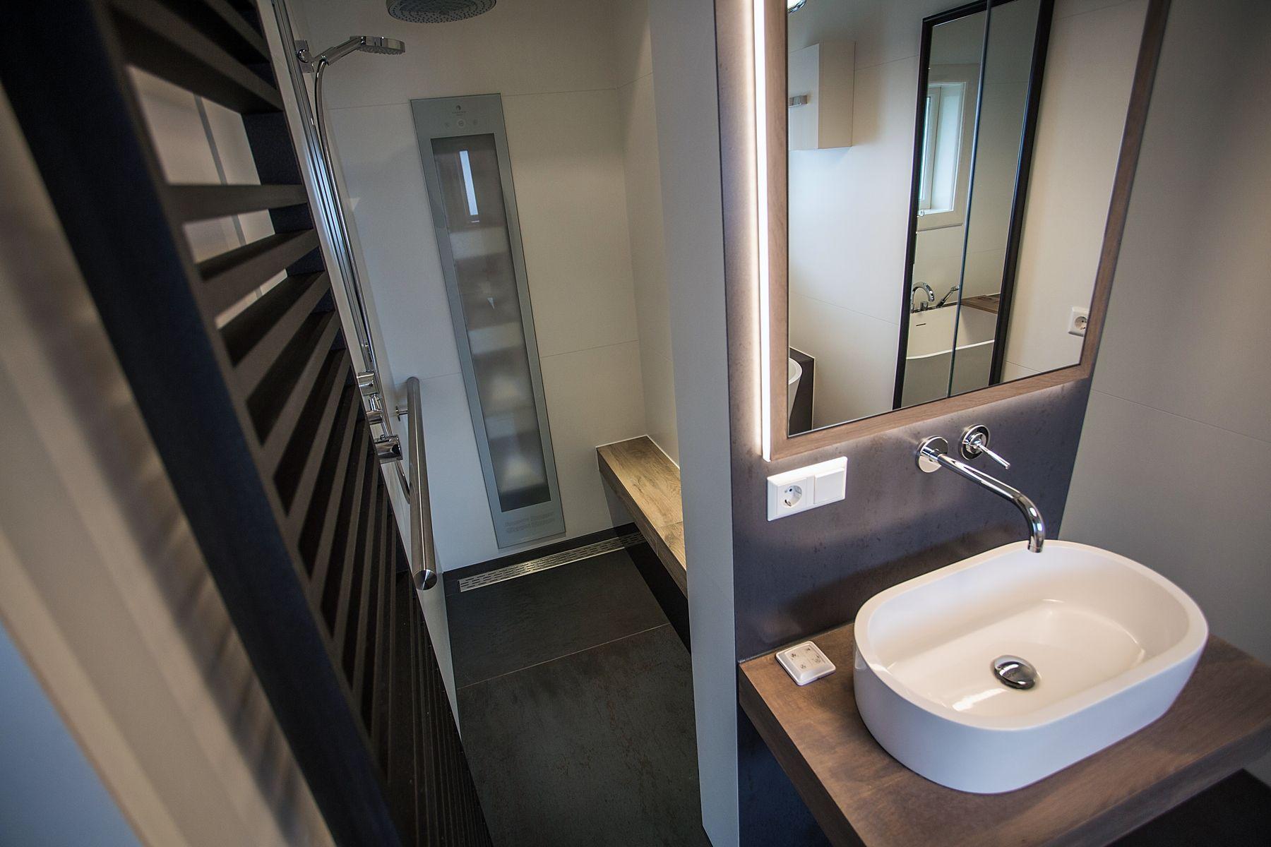 Complete Luxe Badkamer : Bij de eerste kamer vindt u luxe badkamer interieur. wij richten