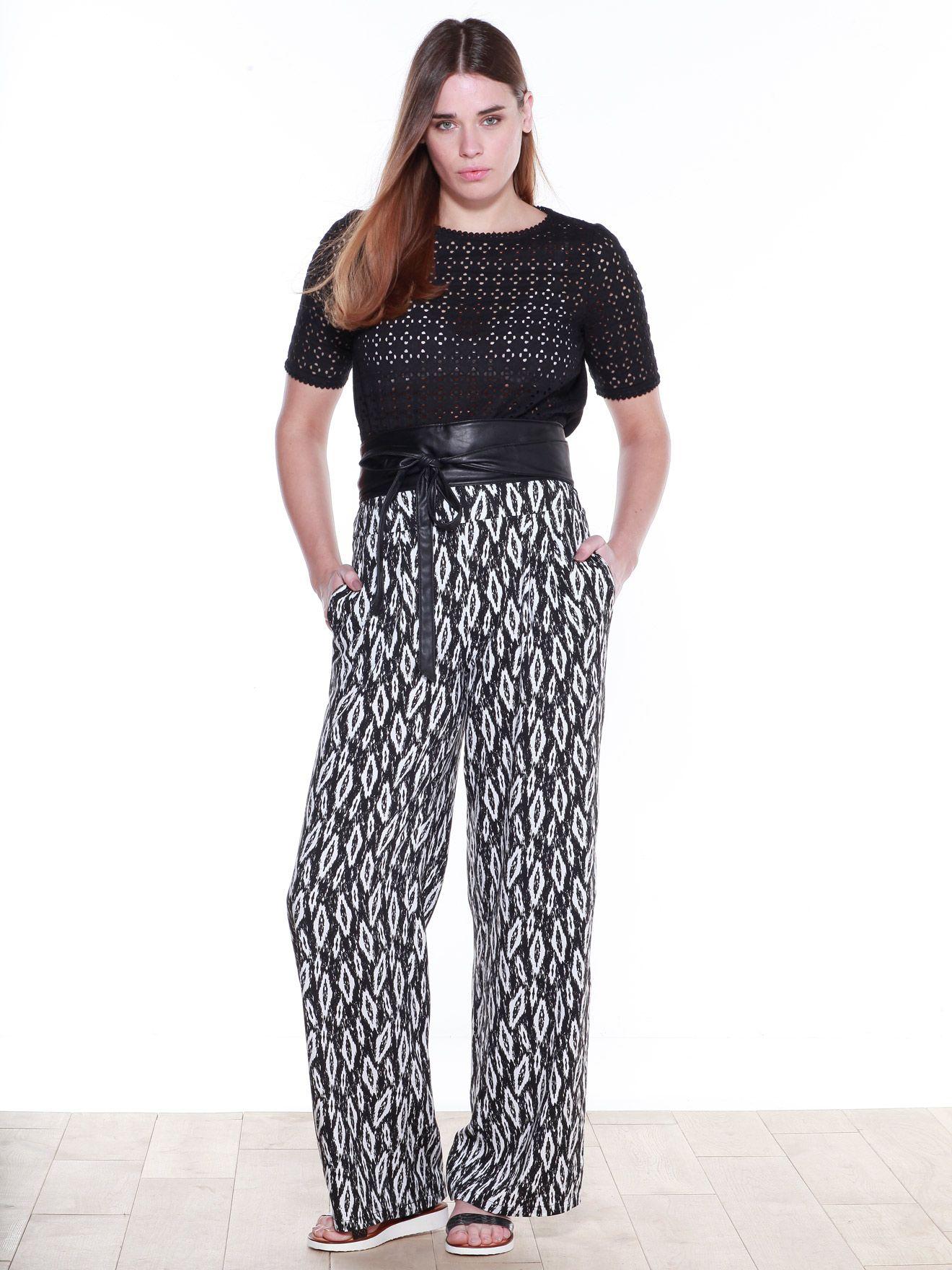 Look pantalon large et fluide. T-shirt brodé bi-matière, pantalon large et fluide, sandales plates en cuir, ceinture double tour à nouer. Collection Printemps/Eté 2016. BALSAMIK.