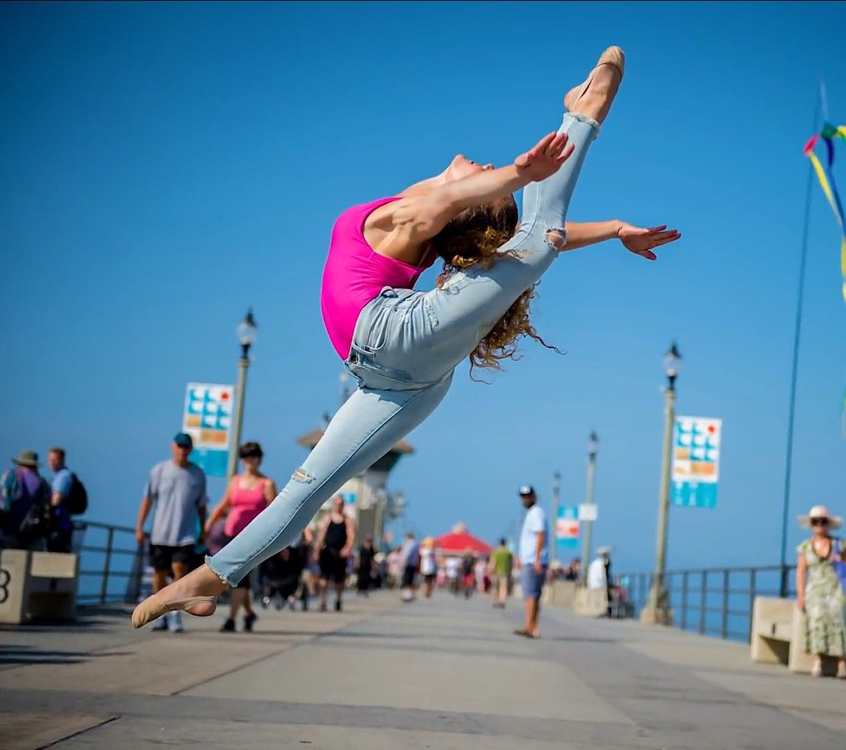 Sofie dossi sets world record in the photo shoot with jordan matter sofie dossi acro dance - Sofie dossi gymnastics ...