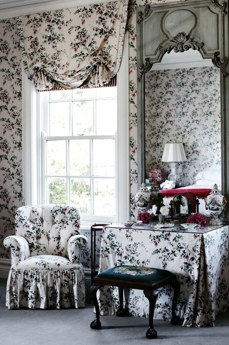 Colefax and Fowler\'s Classic Fuchsia Chintz | Country house styles ...