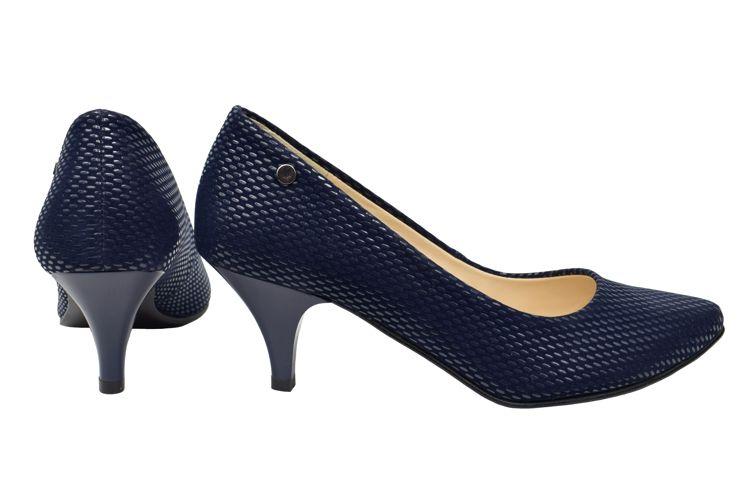 Granatowe Czolenka Roseti Na Niskim Obcasie Zamszowe Czolenka Z Lakierowanym Tloczeniem Heels Shoes Kitten Heels