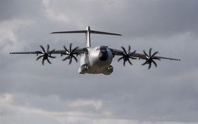 Herunterladen Hintergrundbild Militarische Transportflugzeug