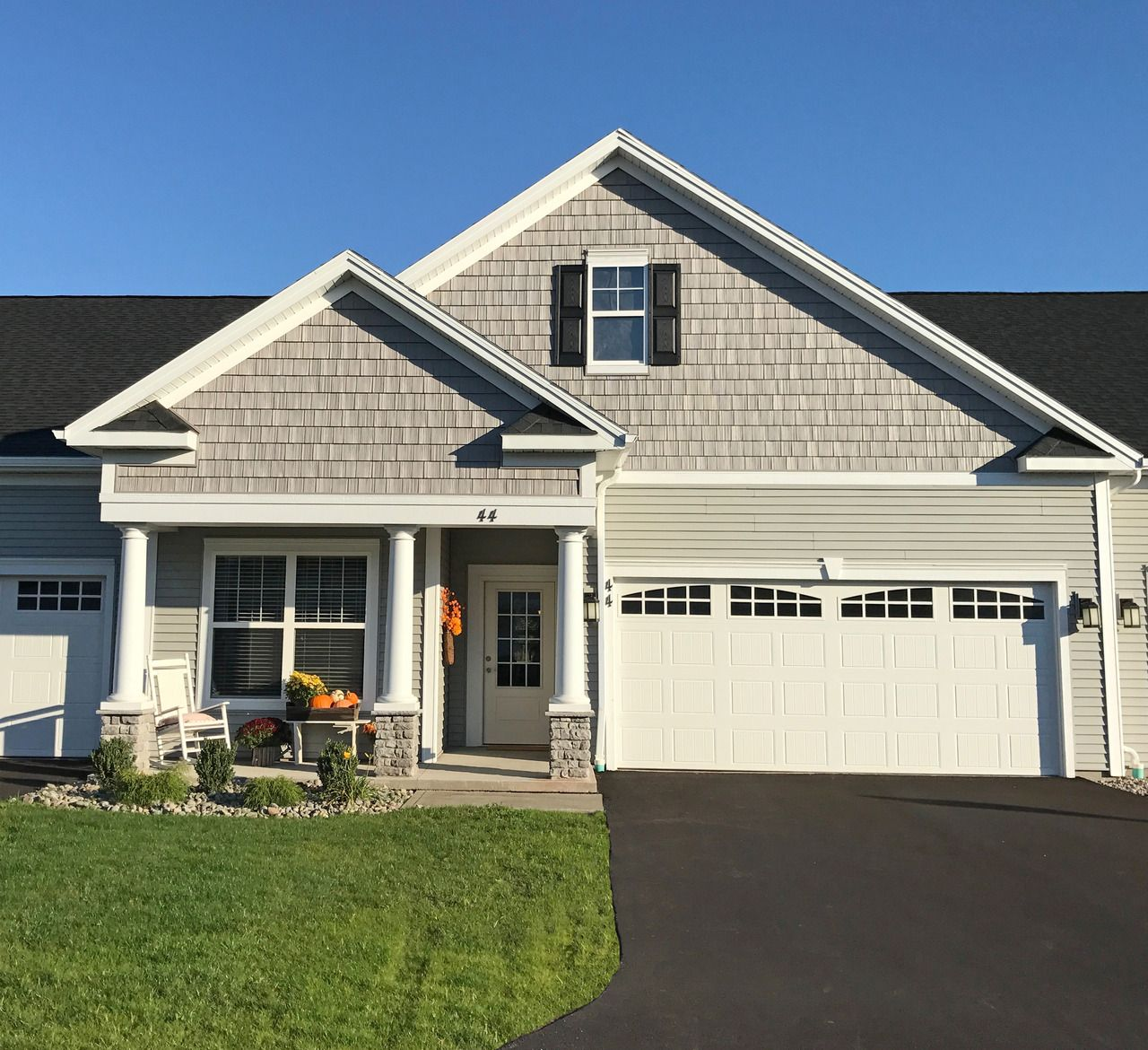 Ranch Townhomes For Rent At Creekstone In Fairport Ny Townhouse Bungalow Homes Townhomes For Rent