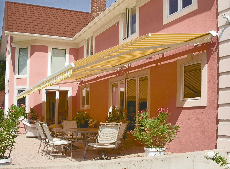 Blocking Harmful Uv Rays Reducing Temperatures And Shedding Direct Sunlight Are All Benefits Of Typical Awning Installations Awning Shade Retractable Awning Deck Shade