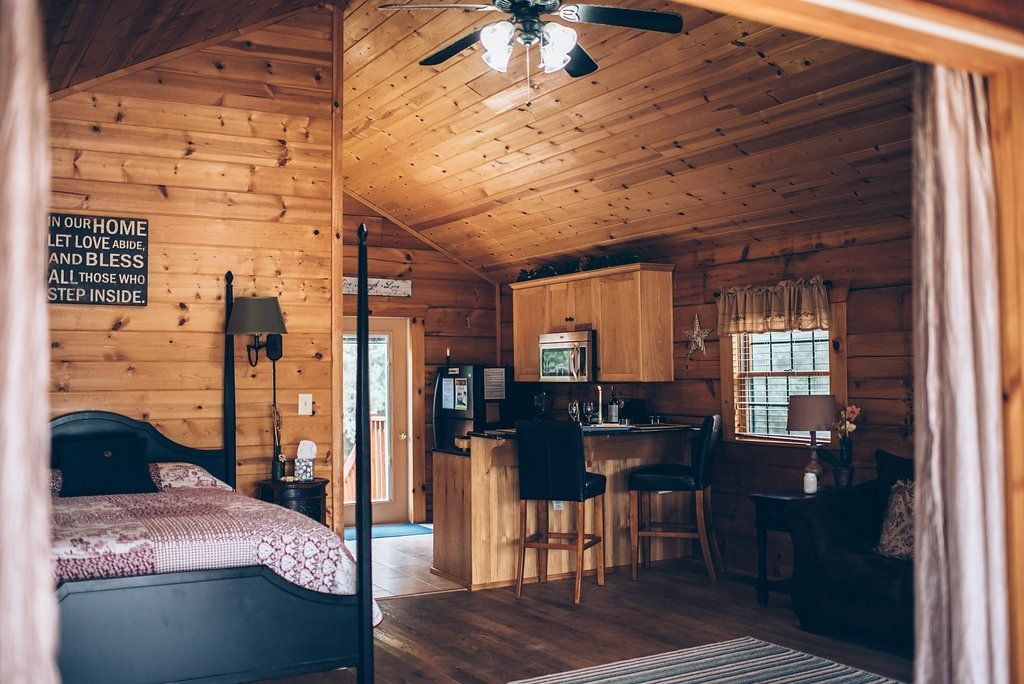 Shenandoah Valley Luray VA Pet Friendly Couple Cabin