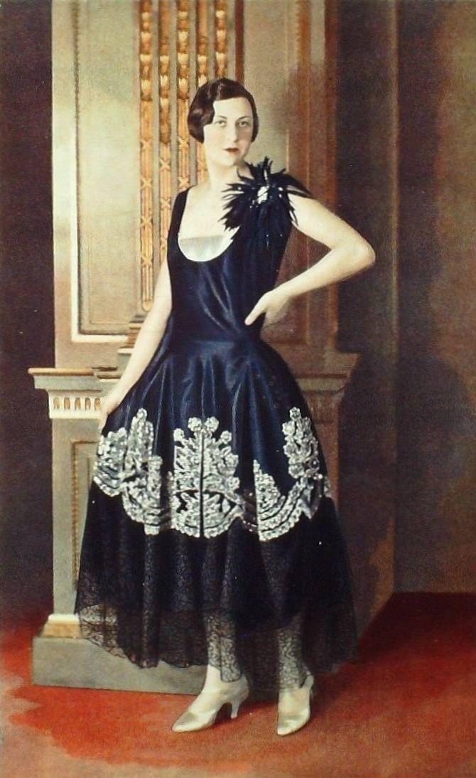 Agnés-Havet robe de style, January 1928 Les Modes (colorized)