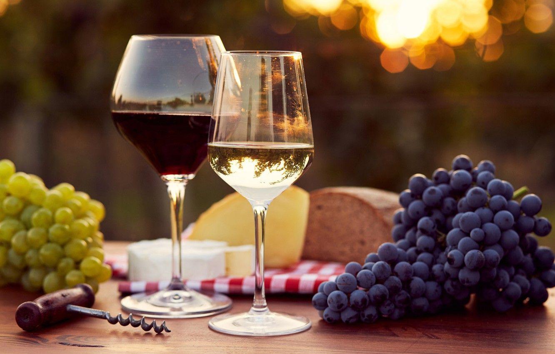 Обои красное, бокалы, виноград, бутылка, вино, доска. Еда foto 17