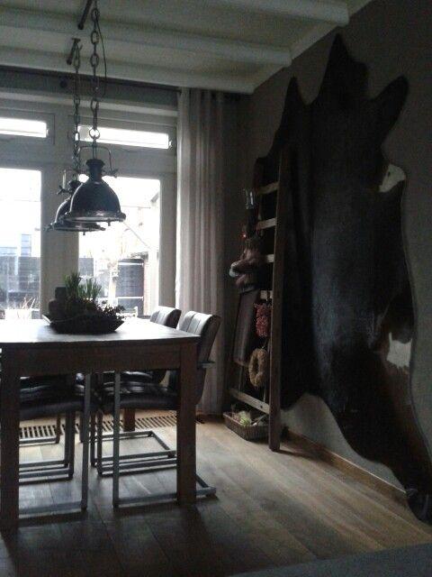 Koeienhuid aan de muur (cowskin) | Home❤ : Woonkamer landelijke ...
