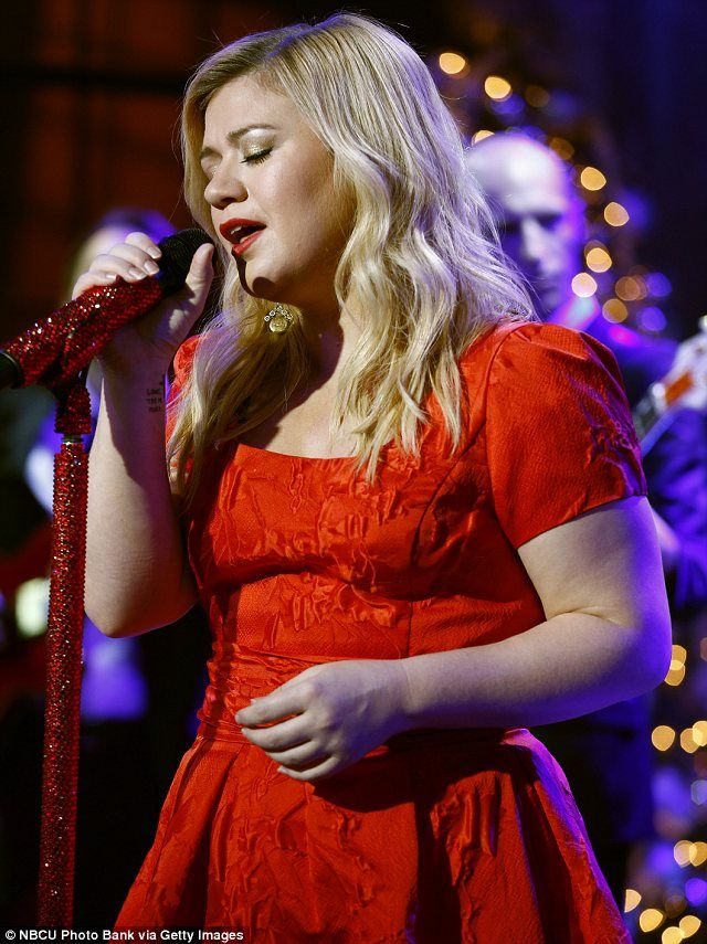 Pregnant Kelly Clarkson opens up about morning sickness | Kelly ...