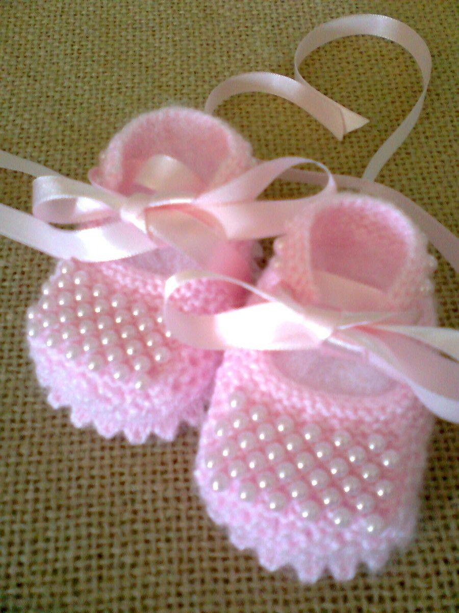 Sapatinho de princesa, antialérgico feito à mão em tricô com pérolas aplicadas…