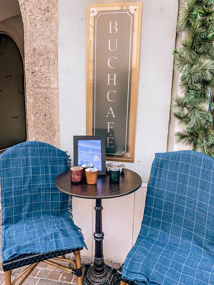 3 Themen Cafes In Klagenfurt Die Du Unbedingt Mal Besuchen Musst Karnten Urlaub Cafe Fruhstuckscafe
