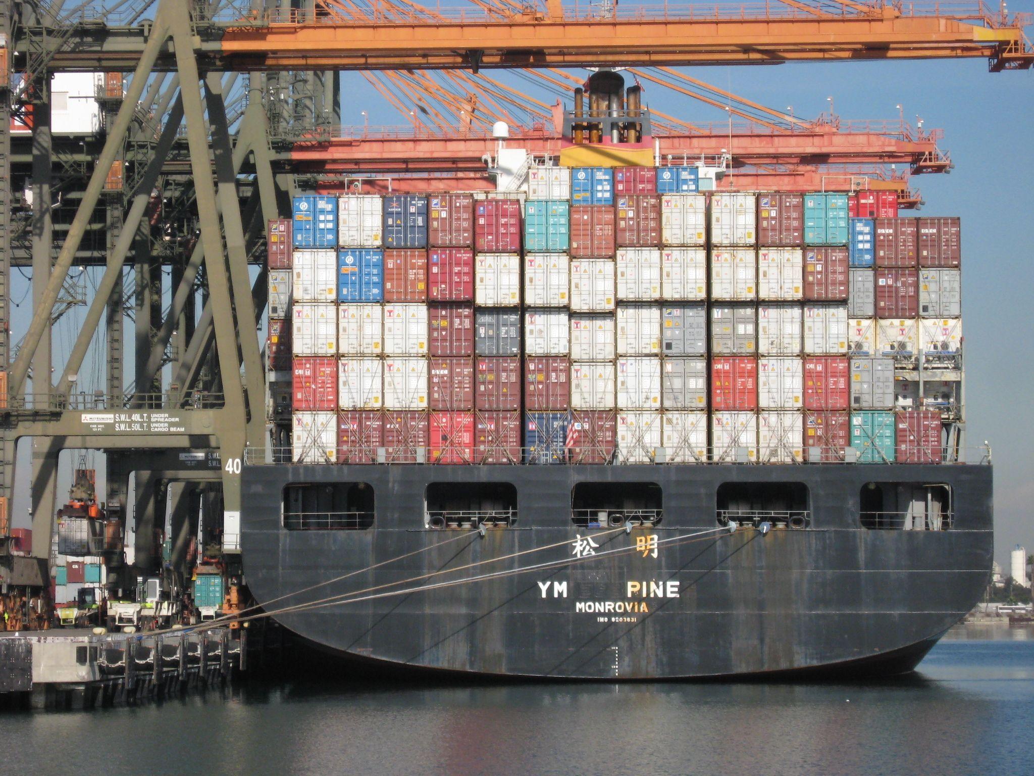 Container ship cargos pinterest avion for Conteneur maison nc