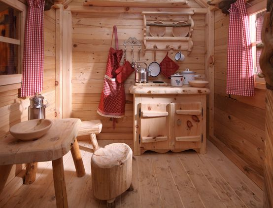 spielhaus innen kinderk che aus holz tisch f r kinder altholz stuff for the kids or. Black Bedroom Furniture Sets. Home Design Ideas