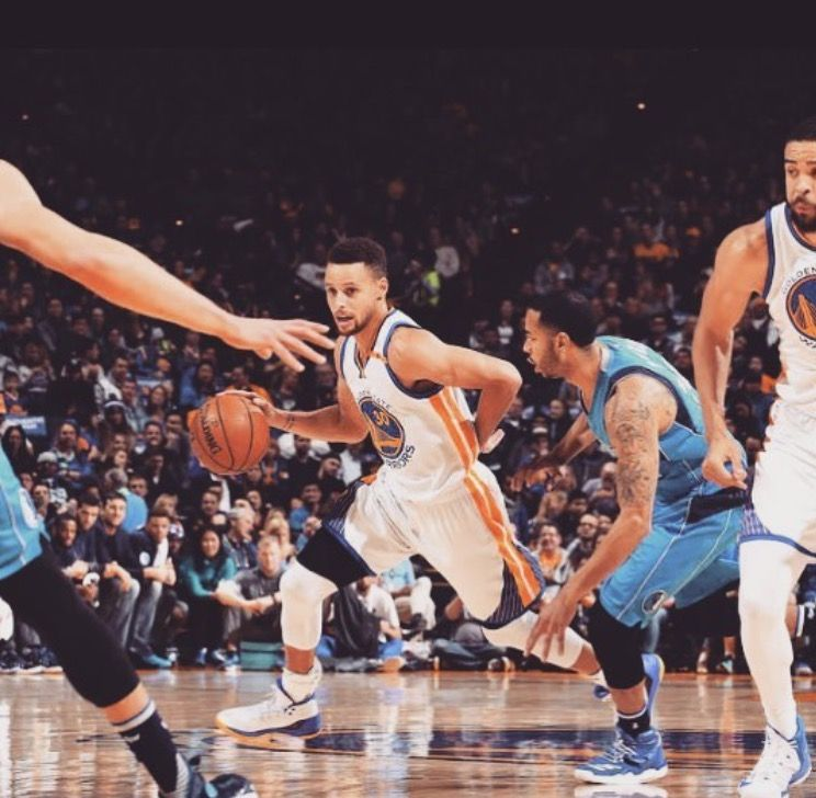 OAKLAND CALIFORNIA, December 30, 2016 -  As Golden State Warriors end the the 2016 year with a win, Klay Thompson was at his catch-and-shoot best. Seldom stopping to dribble, he poured in a 29 points, Kevin Durant chipped in 19 points, 11 rebounds and 10 assists for his first triple-double as a Warrior, and Draymond Green (13 points, eight rebounds and seven assists in only 27 minutes) was his typical stat-stuffing self.