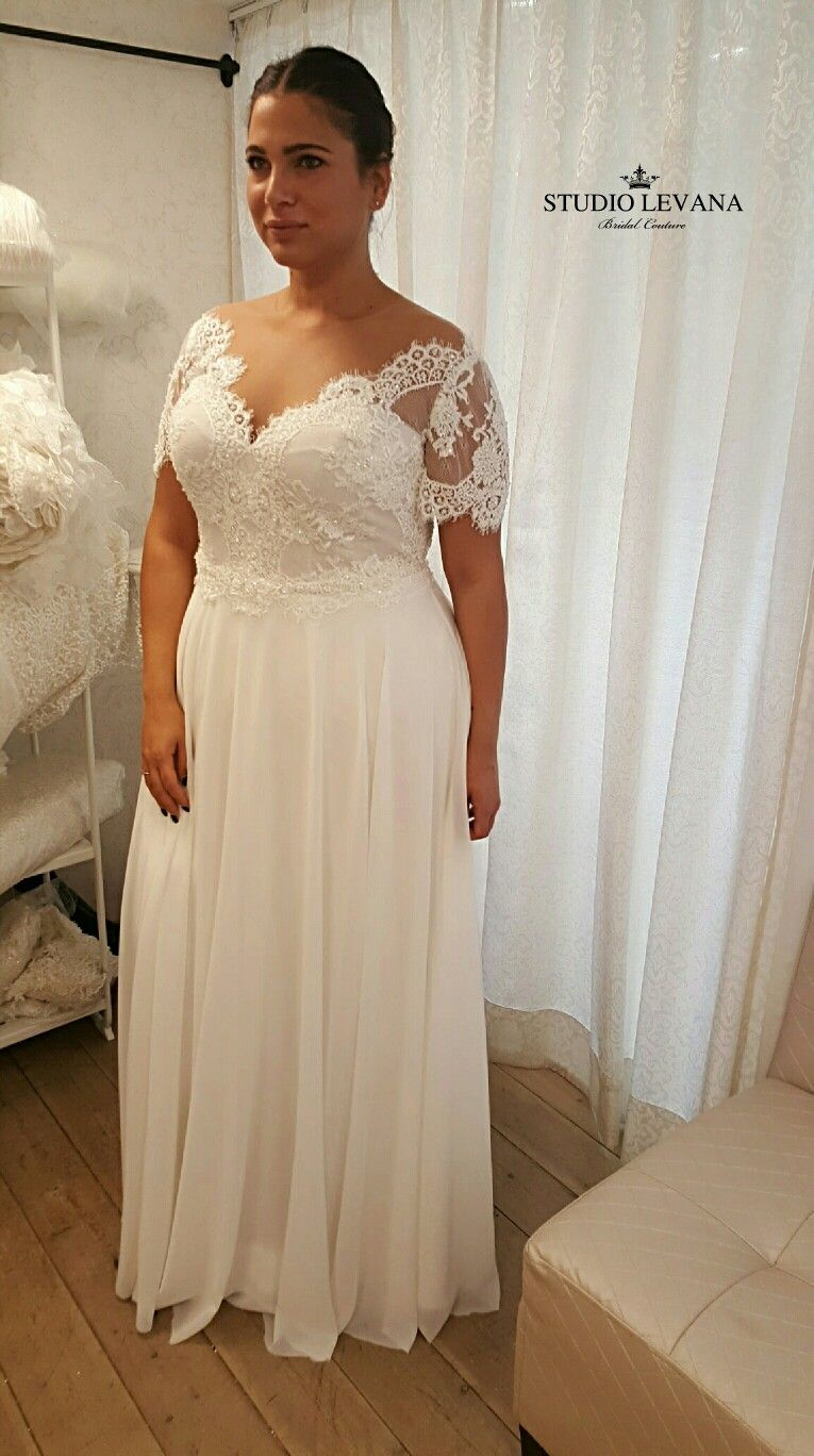 This vintage boho plussize wedding gown is to fall in love with