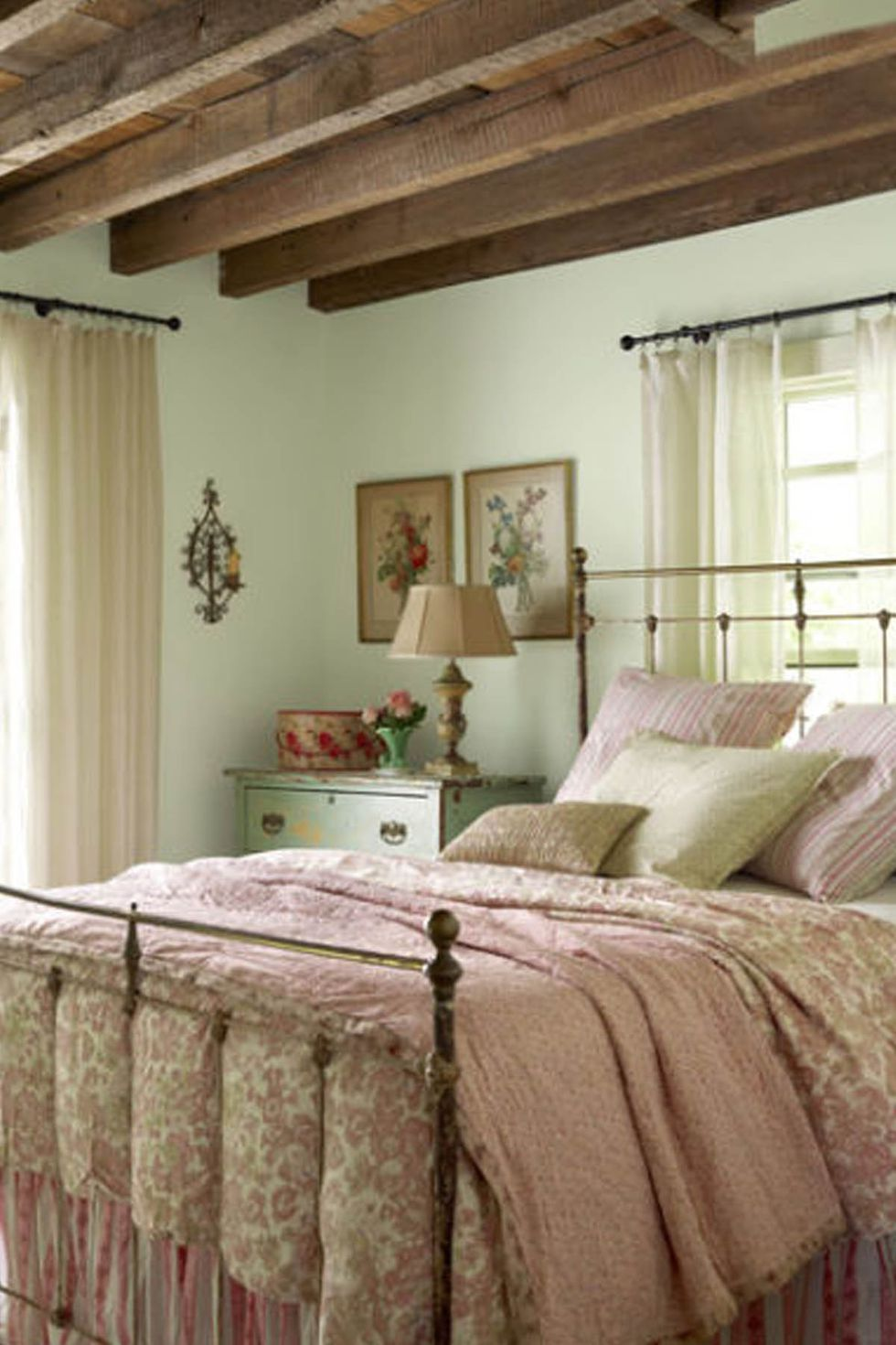 This Cozy Bedroom Decor Will Make You Want To Stay In Bed All Day French Style Bedroom Country Bedroom Chic Bedroom